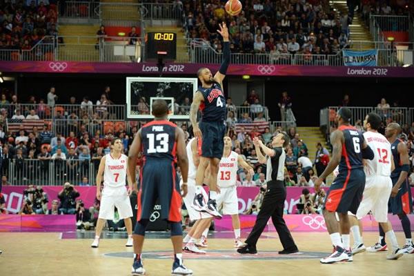 Tyson Chandler e os EUA passaram o rodo contra a Tunísia. (Crédito: Getty Images)